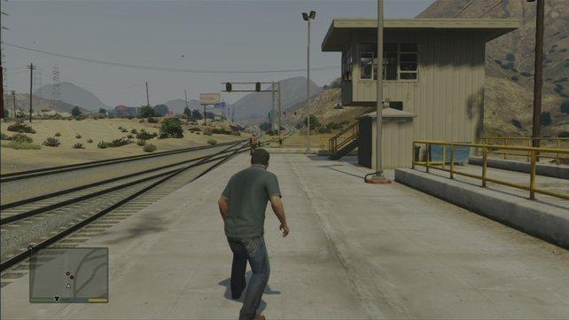 Schleicht euch an die Bahnarbeiter heran und schaltet sie leise von hinten aus, wenn ihr Gold wollt.