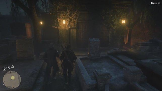 Begebt euch zum hinteren Drittel des Friedhofs und stürmt hier die Gruft, um die Grabschänder hervorzulocken.