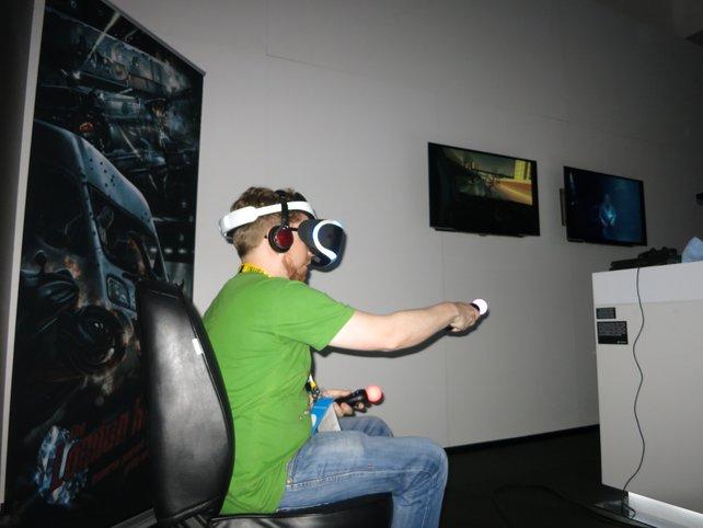 Sieht irgendwie doof aus, macht aber durchaus Spaß: Project Morpheus in der Anspielrunde auf der diesjährigen E3.