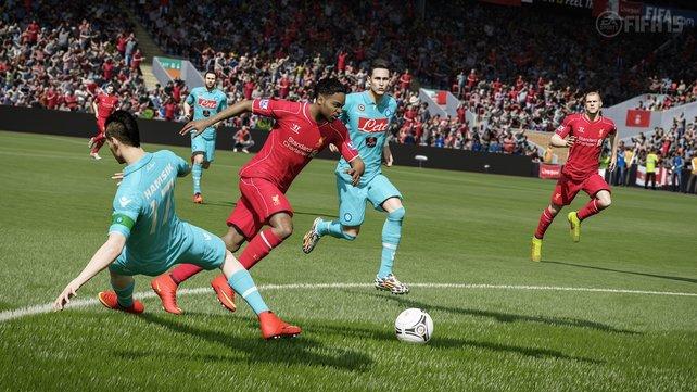 Durch gekonnten Einsatz der Sprint-Taste, könnt ihr in Fifa 15 bereits mehrere Gegner aussteigen lassen.