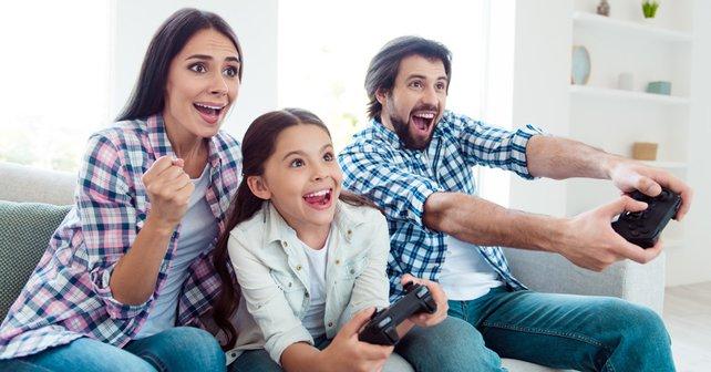 Ihr seid absolute Gaming-Meister, aber wie sieht es mit der nächsten Generation aus? Diese Tipps würdet ihr jungen Gamern geben. Bildquelle: Getty Images / Deagreez.