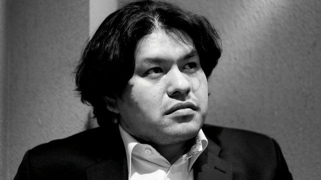 Kenji Eno gründet vier Spielefirmen, bevor er 2013 an einem Herzinfarkt stirbt.