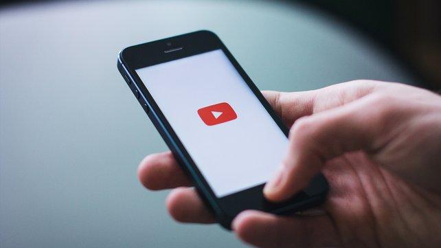 YouTube hat neue Pläne. Und greift dafür in Inhalte von Kanälen ein. (Bildquelle: freestocks.org von Pexels.)