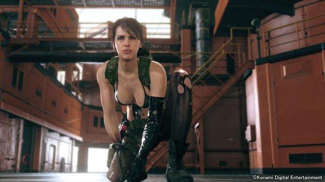 Quiet setzt im Gefecht auf ihr Scharfschützengewehr.