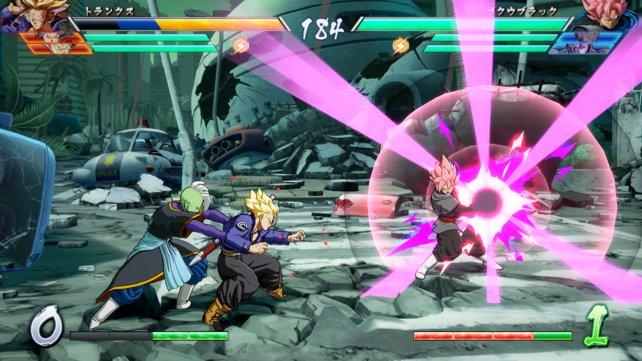 Normalerweise duellieren sich zwei Kämpfer, doch Goku Black hat hier kurzzeitig Unterstützung.