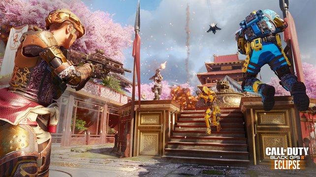 Der asiatische Tempel ist weitläufig angelegt und verfügt über größere Wege.