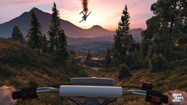 GTA-Romantik: Im Abendrot stürzt ein Flugzeug ab.