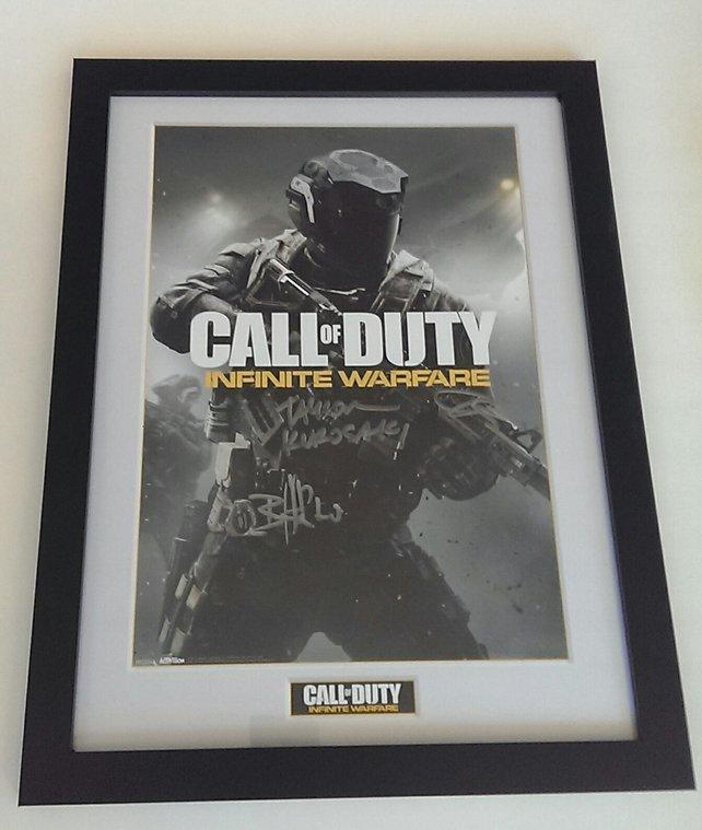 Ein Unikat: Signiertes Poster zu Infinite Warfare.