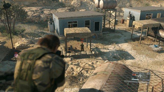 Alle Wachen die sich allein am Rand des Lagers befinden, müssen zuerst ausgeschaltet werden.