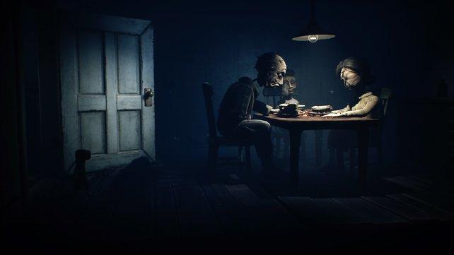 Ein Haus im Wald, eine Familie sitzt leblos am Tisch. Jeder weitere Schritt in den Raum fühlt sich furchtbar an. Aber es muss sein, um weiterzukommen.