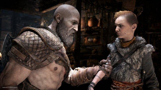 Hart aber herzlich: Wie zu erwarten, gibt der Kriegsgott einen strengen Vater ab. Gleichzeitig ist jederzeit spürbar, dass er nur das Beste für Atreus will.