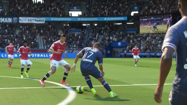 Dribblings von Mbappé und Cristiano Ronaldo spielen sich in FIFA 22 reaktiv und sind sehr erfolgsversprechend.