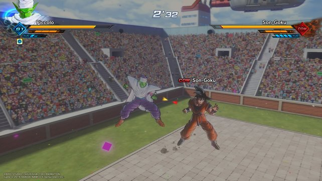 Piccolo überrascht Son Goku und greift von hinten an.