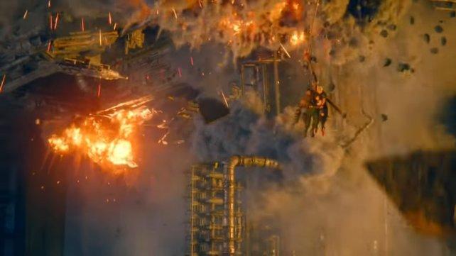 Barret kann zwar in letzter Sekunde Cloud und Tifa retten, für tausende Bewohner von Sektor 7 kommt jedoch jede Hilfe zu spät.
