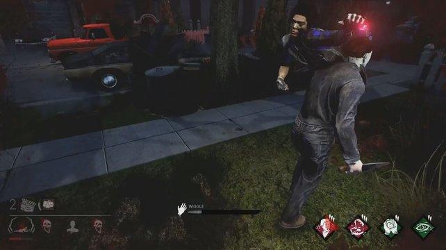 In Dead by Daylight entscheidet ihr: Der Killer hat seine Obsession gepackt und über die Schulter geworfen, kann sie noch fliehen?