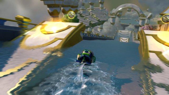 """Der """"Dive Bomber"""" fährt ebenso über wie unter Wasser."""