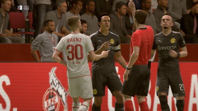 Streit auf dem Platz: der Schiedsrichter greift durch.