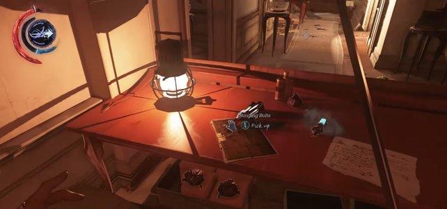 Meistens findet ihr die Blueprints auf Tischen bzw. Schreibtischen, wo sie einfach zum Greifen nah da liegen.