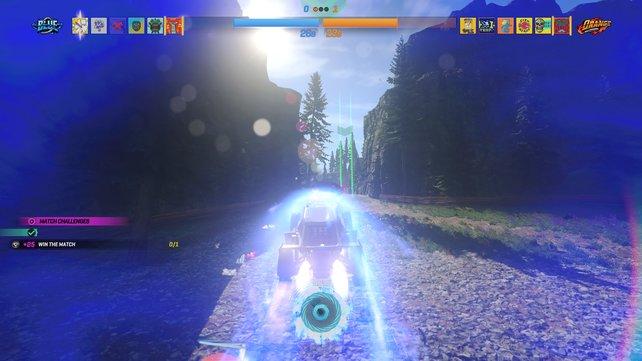 So sieht es aus, wenn ihr mit voller Boost-Power über die Strecke brettert. Im Hintergrund seht ihr das grüne Tor, durch das ich fahren muss.
