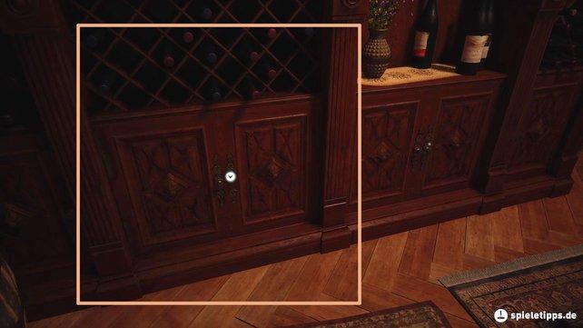 Schaut in diesen Schrank hinein, denn hier liegt der Schlüssel zum Anwesen.