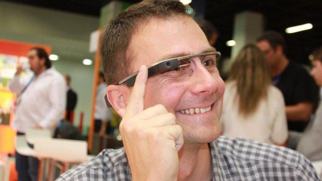 Simpel, aber gewöhnungsbedürftig: Die Datenbrille Google Glass eignet sich nur bedingt für Spiele.