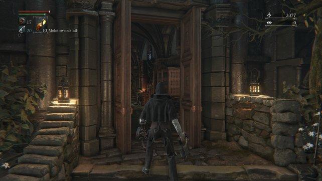 Diese Tür war anfangs noch geschlossen. Im Inneren erwarten euch Gehrman und die nützliche Werkstatt.