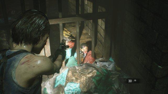 In der Kanalisation gibt es zwei Charlie-Figuren. Das Bild zeigt euch den Fundort der ersten Figur.