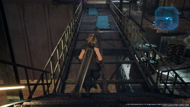Die Treppe hinunter und den Steg entlang, bis ihr bei den großen Luftschächten angelangt.