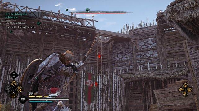 Um das Fallgatter zum zweiten Innenhof zu öffnen, müsst ihr zunächst rechts die Leiter herunterlassen.