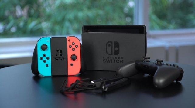 Nintendo Switch Online: Wer ab September 2018 alle Funktionen seiner Konsole nutzen möchte, der muss ein kostenpflichtiges Abo abschließen. Zum Glück sind die Preise fair.