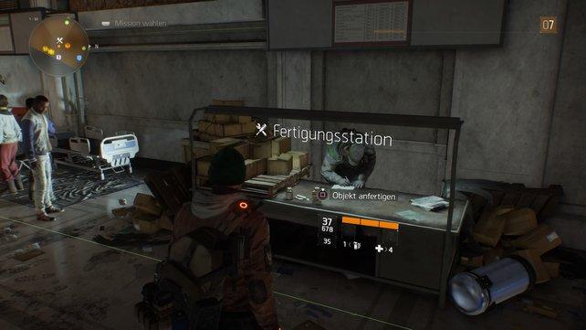 An der Fertigungsstation verwandelt ihr Materialien in Waffen und Rüstungsteile.
