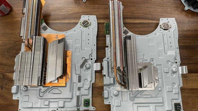 Die Kühlrippen des neuen PS5-Modells sind fast um die Hälfte geschrumpft. Bildquelle: YouTube/Austin Evans.