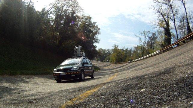 Mit Lasertechnologie ausgestattet scannen die Autos die Fahrbahn.