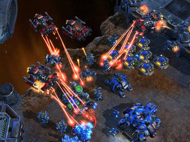 Volle Attacke! Blizzards Strategie-Epos Starcraft 2 ist ein Pflichttitel.