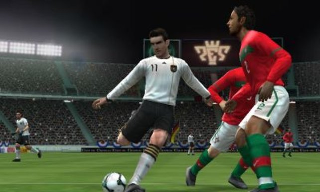 Nicht nur Klose ist am Ball, sondern auch der Rest der ganzen deutschen Nationalmannschaft.