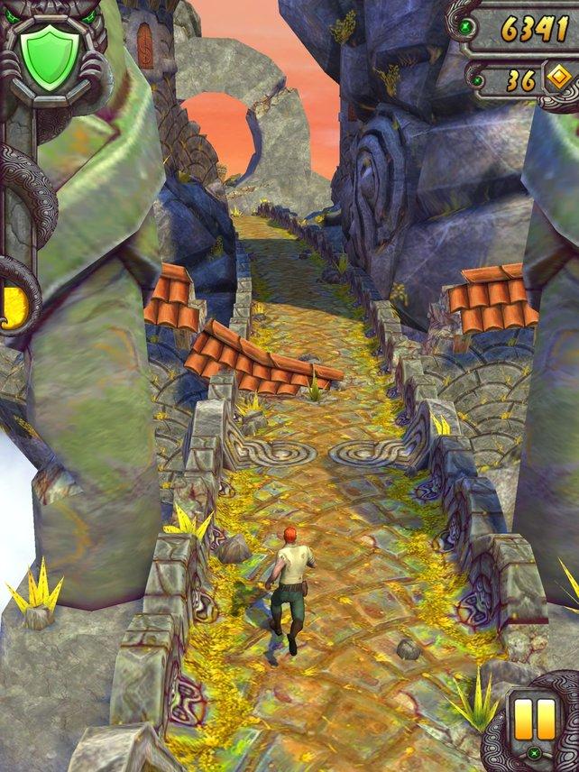 Im Dauerlauf springt, duckt und balanciert ihr durch antike Ruinen und Minen.