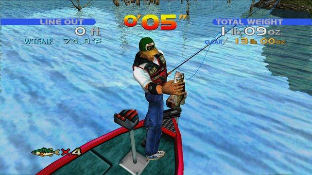 Ihr zieht einen mickrigen Fisch ins Boot.