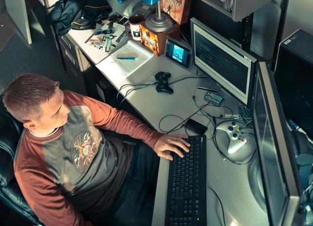Der Programmierer der Geo-Mod-Engine Eric Arnold bei der Arbeit.