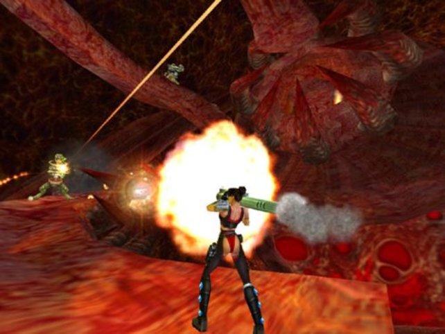 Julie mit Raketenwerfer.
