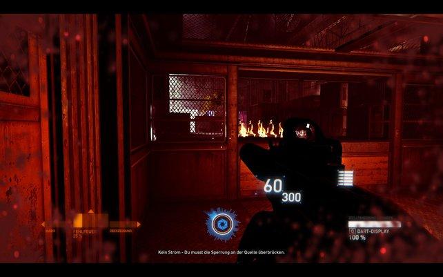 Nach einer Aufzugfahrt explodieren Fässer am Ausgang. Steht ihr an der falschen Stelle, winkt der Ladebildschirm.