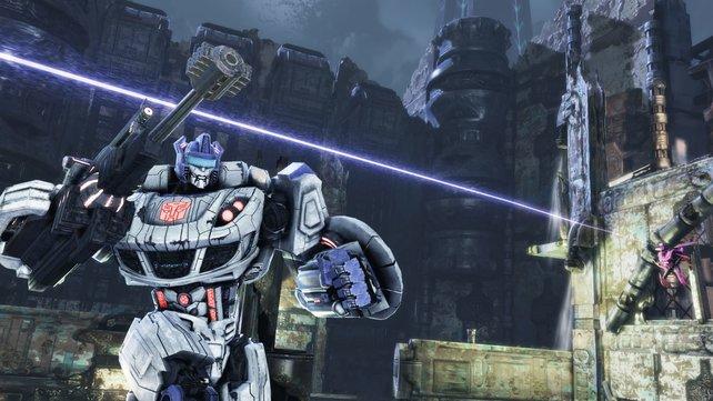 Autobot Jazz im Kampf gegen fliegende Scharfschützen.