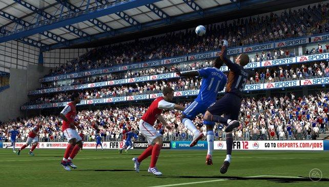 Auch auf der PS Vita dürft ihr in FIFA Football um den Ball kämpfen.