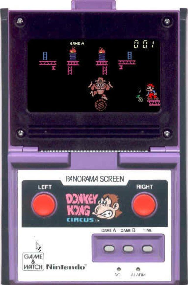 In Donkey Kong Circus (Game&Watch, 1984) führt Donkey Kong peinliche Kunststückchen vor.