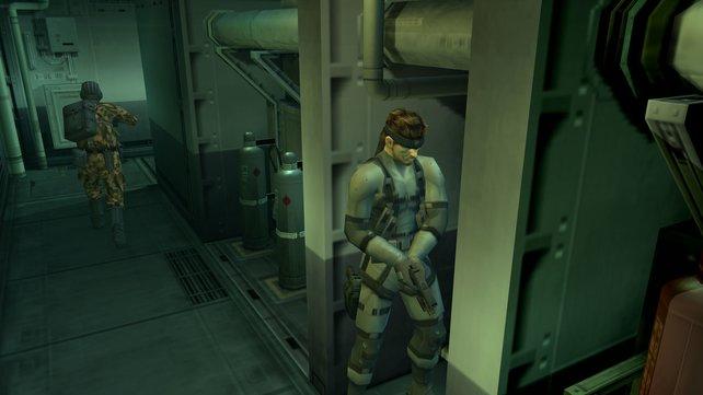 Zuerst bestreitet ihr als Solid Snake einen Einsatz auf einem Tanker mit mysteriöser Ladung.