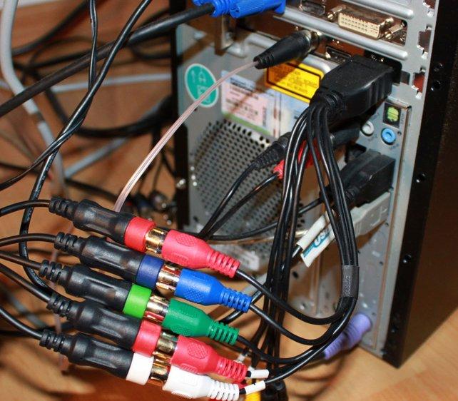 Über den Kabeladapter stöpselt ihr die drei Komponentenanschlüsse und Audio an (hier AVerMedia).