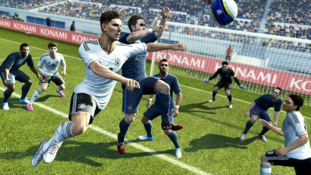 Gomez und Özil für Deutschland: Die DFB-Spieler sind komplett lizenziert enthalten.