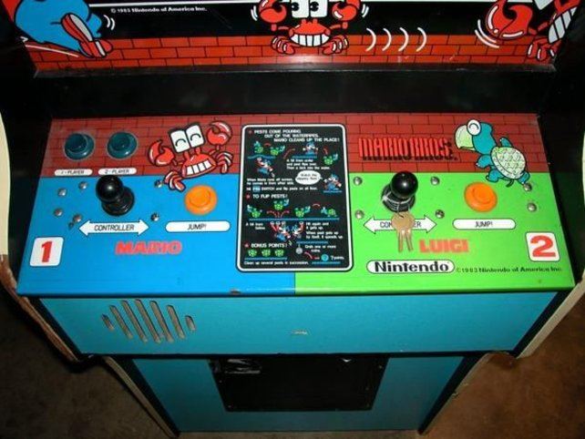 Das Schaltpult für die Spielhallenversion von Mario Bros. Hier seht ihr auch den Vorläufer der Koopa-Schildkröte
