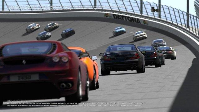 Steilkurve in Daytona - da lacht das Racerherz.