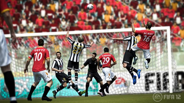 FIFA oder PES - alljährlich eine schwere Entscheidung für Fußball-Konsoleros.