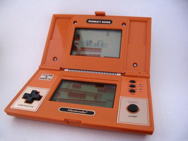 Sieht aus wie ein DS, oder? Ist aber ein 30 Jahre altes Game&Watch-Spiel.